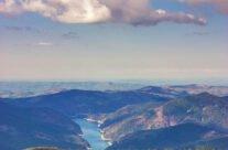 Lacul Dragan privit de pe Varful Buteasa