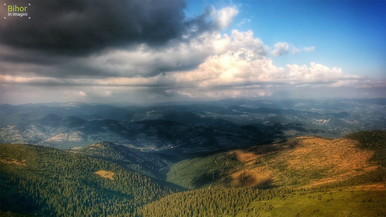 Panoramic view from the Bihor peak