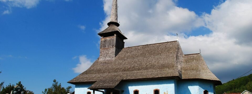 The wooden church in Fânaţe village