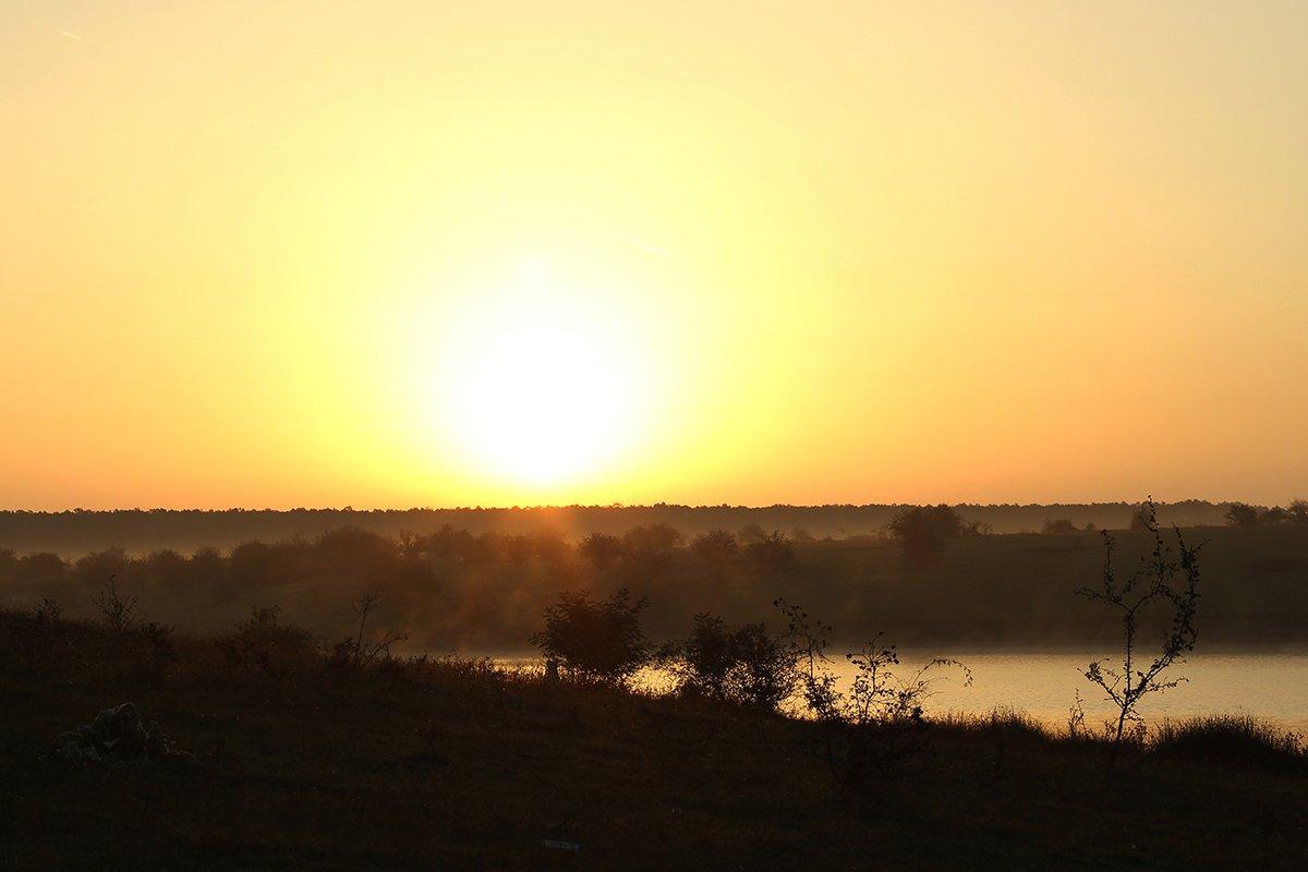 Sunrise in lake Gepiu