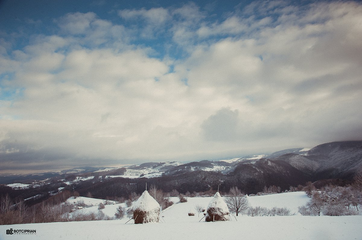 Vedere panoramica din satul Roșia