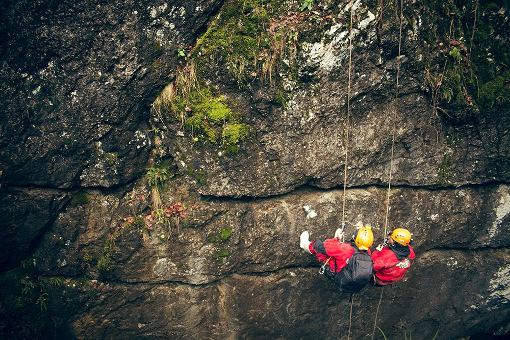 Rappel on the Jgheabului gorge