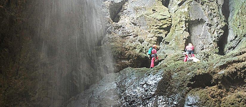 Câmpeneasca vertical cave