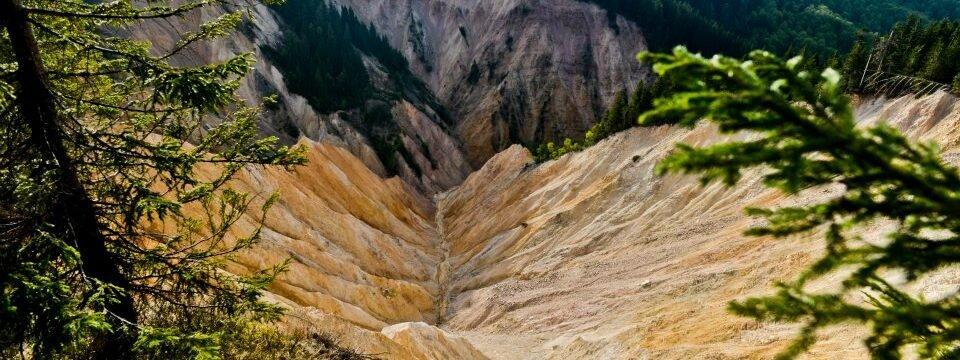 Traseul Şaua Vârtop – Groapa Ruginoasă – Pietrele Negre