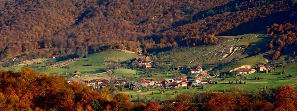 Lazuri village