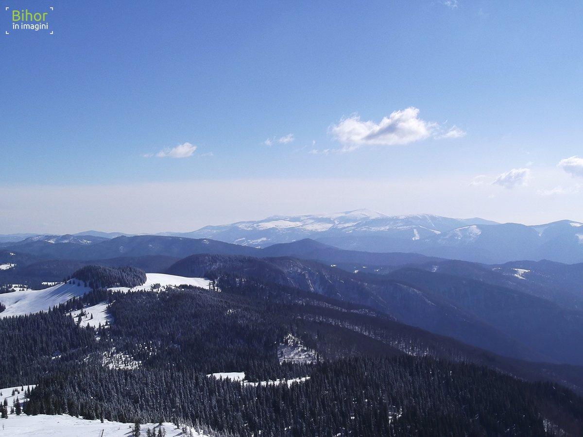 Vedere panoramica de pe Culmea Cârligate