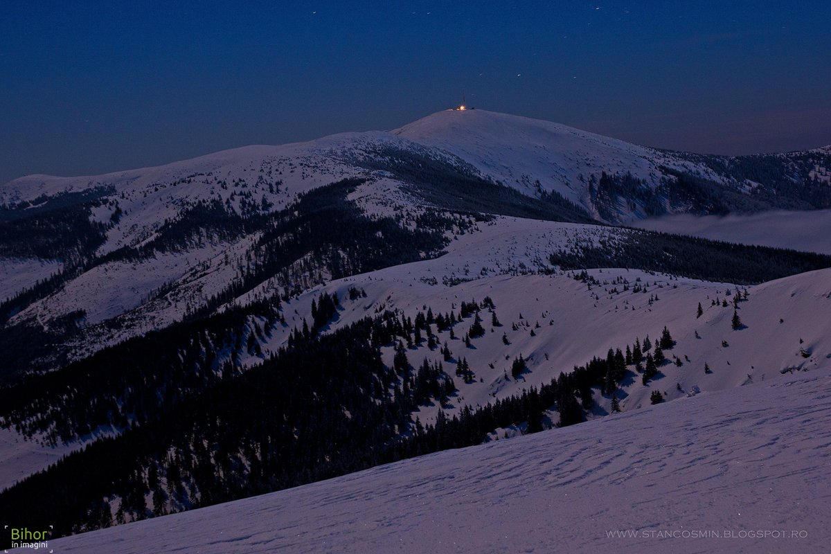 Vârful Bihor noaptea