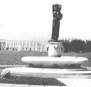 Fantana Modurei , versiunea originala din 1939 , la intrarea in parcul Herastrau