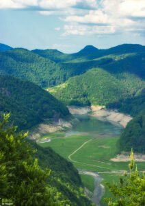 Lacul Lesu Piatra Bulzului