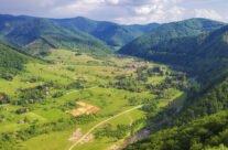 Vedere panoramică de pe Piatra Bulzului
