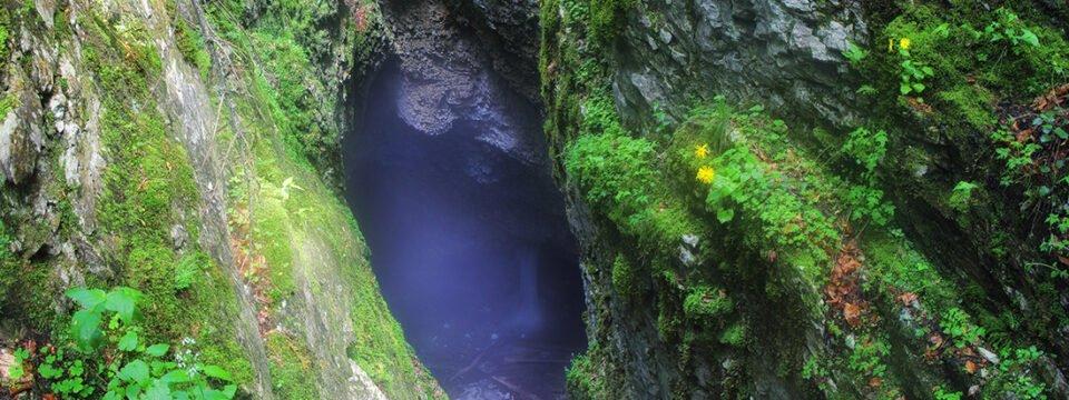Pestera Ghetarul Focul Viu – al treilea ghetar subteran din Romania