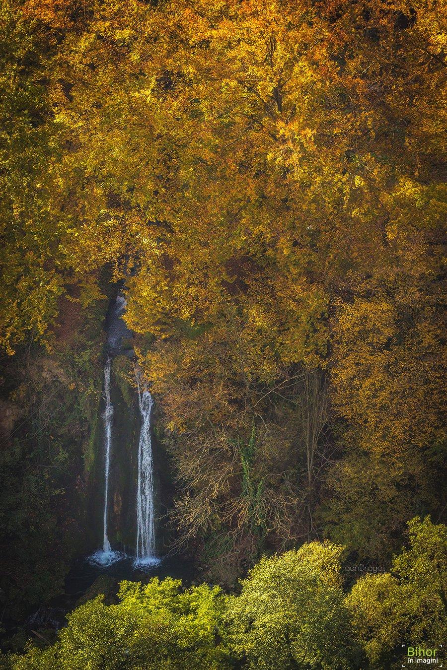 Cascada Vadu Crișului privită de pe versantul drept
