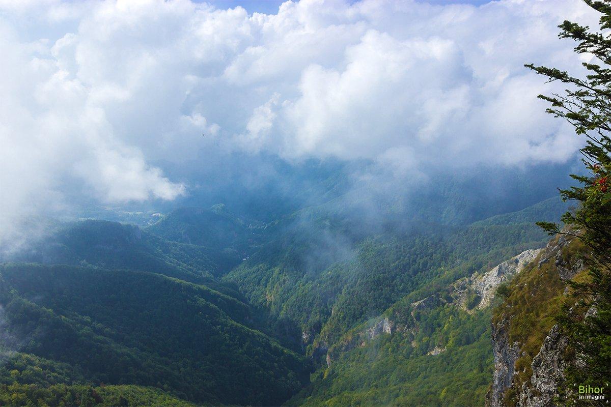 Vedere panoramică de pe Pietrele Boghii