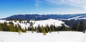 Vedere panoramica de pe Vârful Piatra Calului