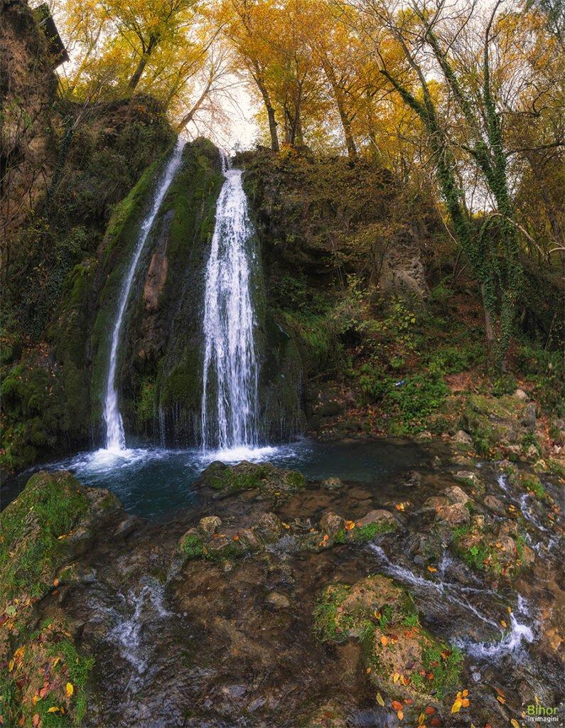 Cascada Vadu Crișului toamna